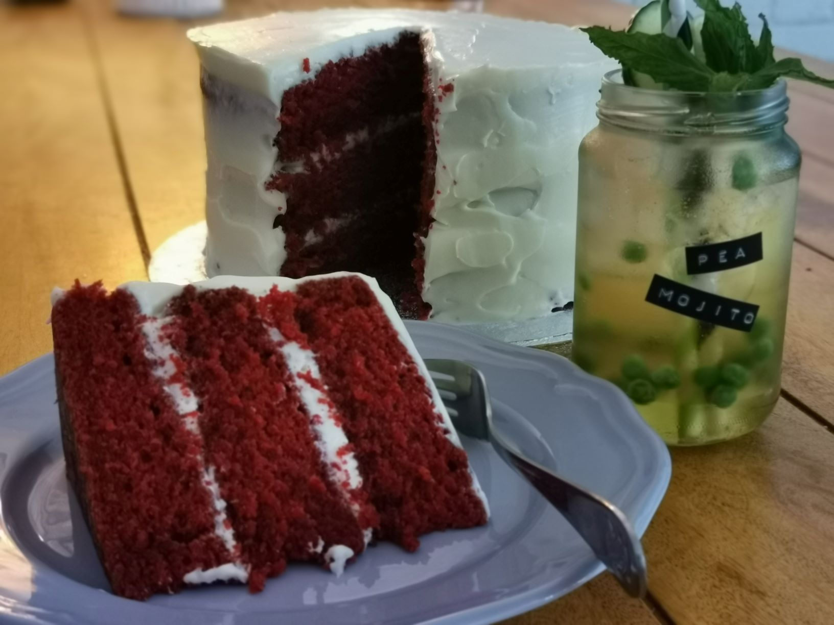 Cake and kocktail with The Twisted Drink Co