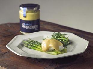 Hollandaise asparagus with poached egg